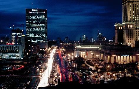 polnisches-fremdenverkehrsamt-warszawa-in-der-nacht